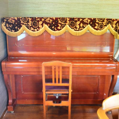 備品ピアノ